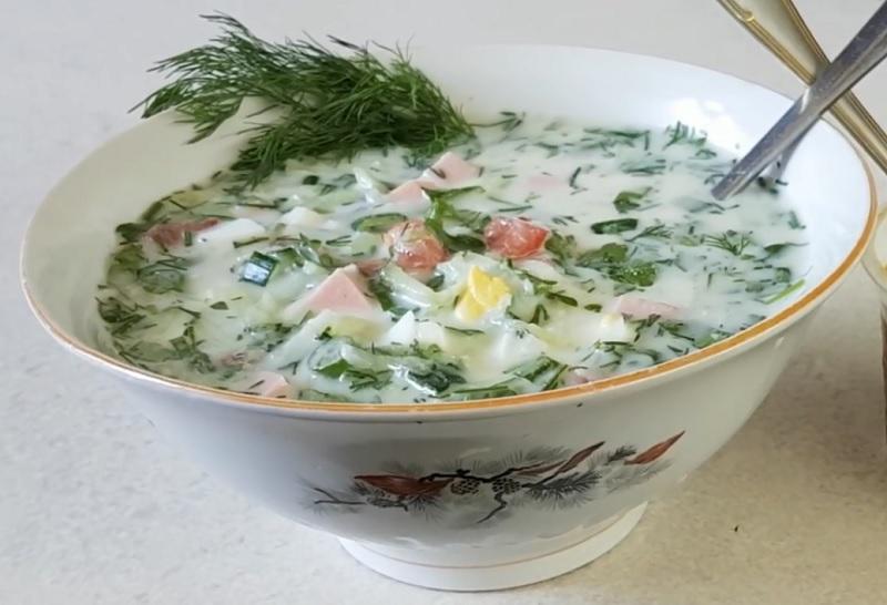 okroshka-s-pomidorami-i-kolbasoi
