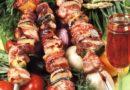 Как замариновать шашлык из свинины чтобы мясо было сочным. Классический рецепт маринада с уксусом и луком