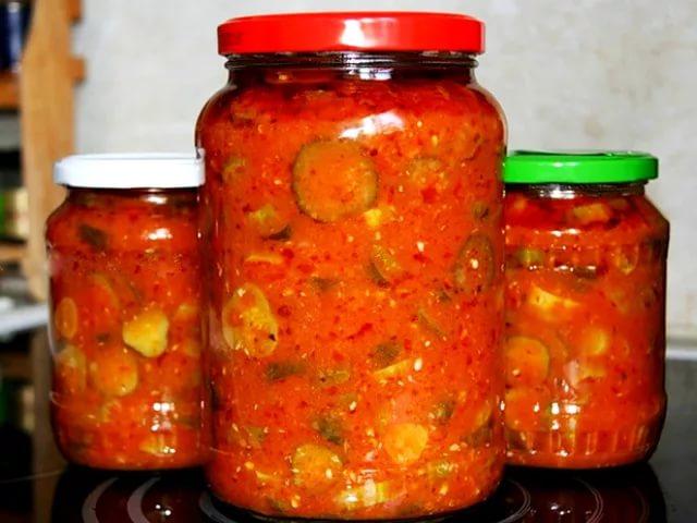 Салат на зиму из огурцов помидорной заливке с