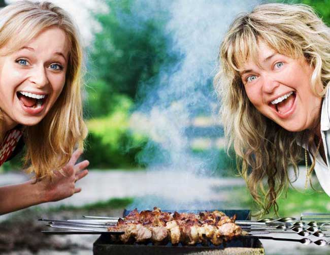 -готовит-шашлык-на-мангале Как приготовить шашлык