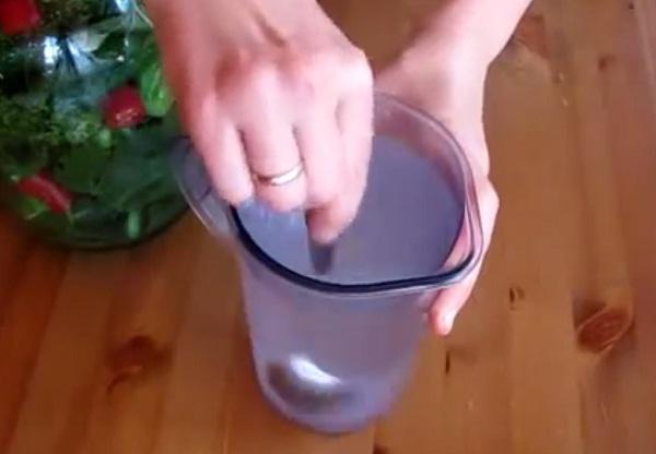 Рецепт приготовления хрустящих малосольных огурцов
