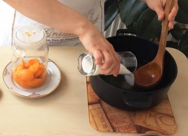 kompot-iz-abrikosov-s-kostochkami (6)