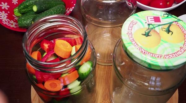 marinovannye-ogurcy-s-pomidorami (3)