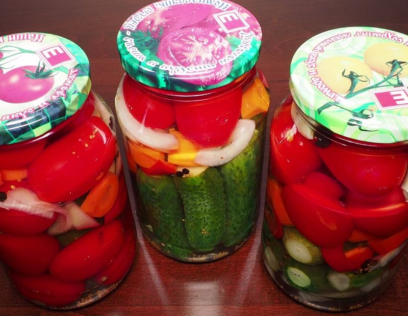 marinovannye-ogurcy-s-pomidorami (9)