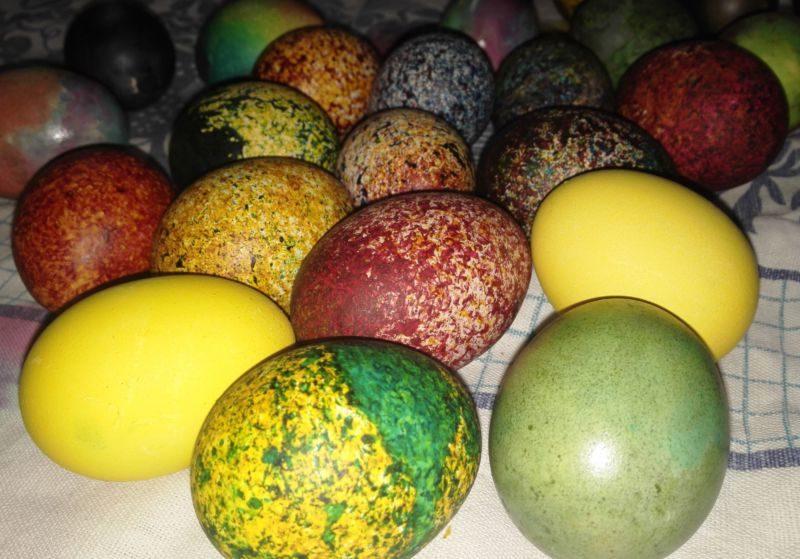 Пасхальные яйца окрашенные в домашних условиях