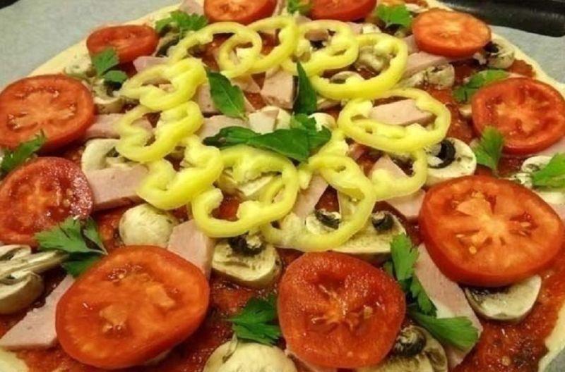 raskladyvaem-nachinku-na-pizzu