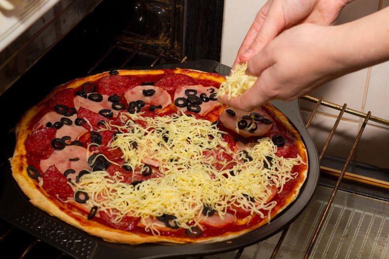 syr-nateret-na-pizzu