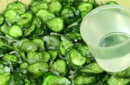 dobavit-vodu-v-salat