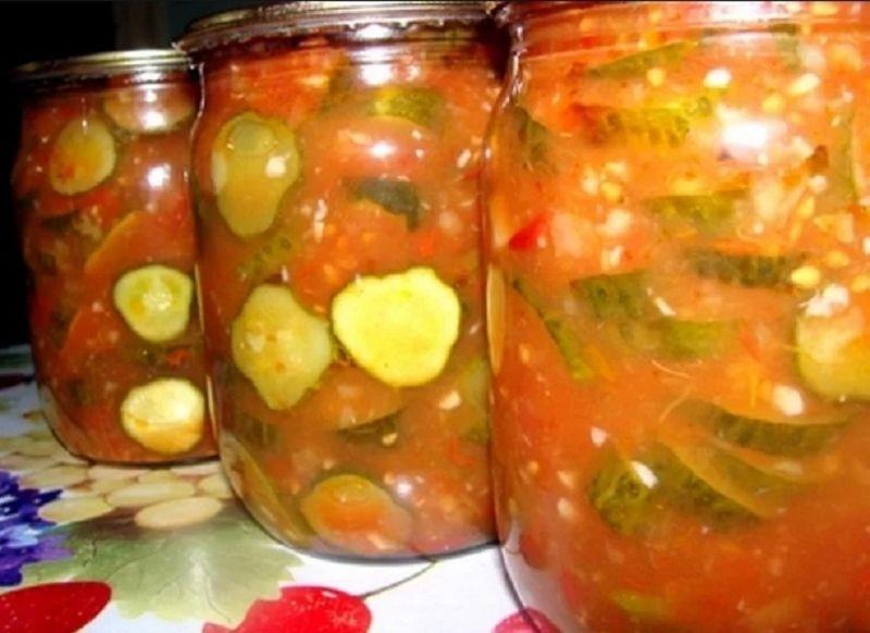 salat-iz-ogurcov-v-tomatnom-souse