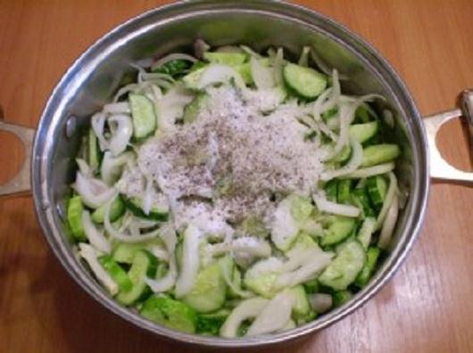 smeshat-v-kastryule-ingredienty