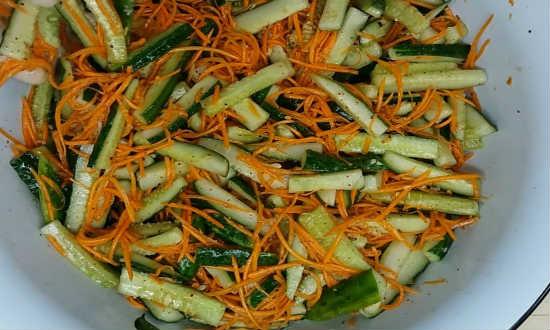 zalivayem-sousom-salat