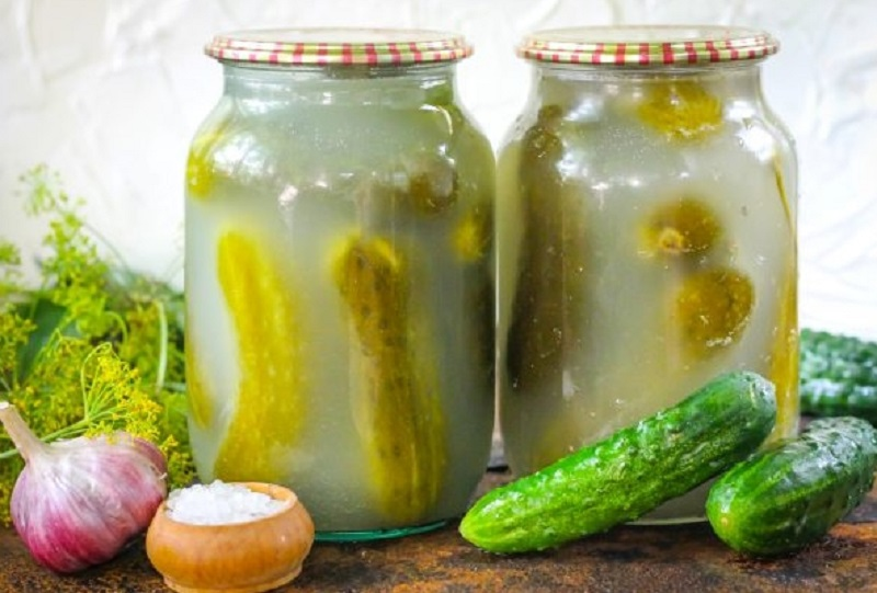 Как сохранить соленые огурцы без рассола, сколько хранятся в банках, в холодильнике, открытые, маринованые