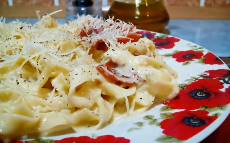 pasta-karbonara-v-slivochnom-souse