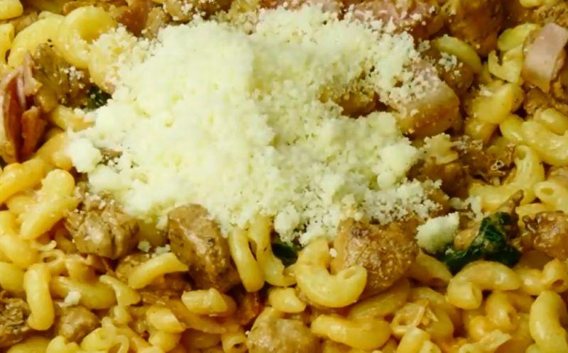 posypat-spagetti-parmezanom-i-peremeshat