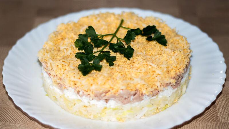 Классический рецепт салат с печенью трески