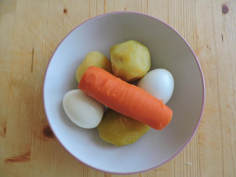 отварные овощи с яйцами