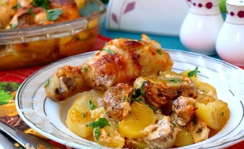 Картошка с курицей в духовке. Рецепты запечённой картошки с курицей и сыром