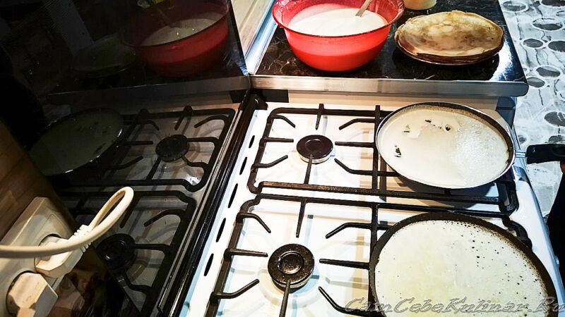 жарить блины на молоке на сковороде